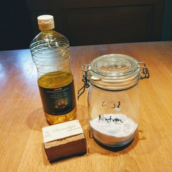 Putzmittel-Zutaten: Essig, Seife und Natron
